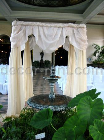 CHUPPAH in CHAMPAGNE and IVORY ORGANZA (by AP CREATIONS).